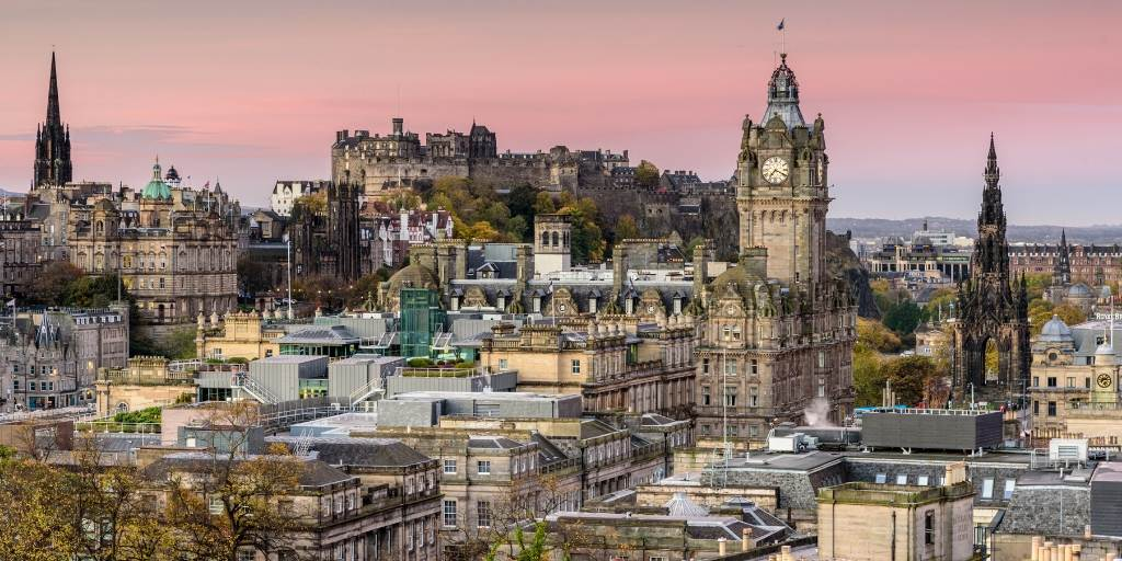 A photo of Edinburgh city at sunset