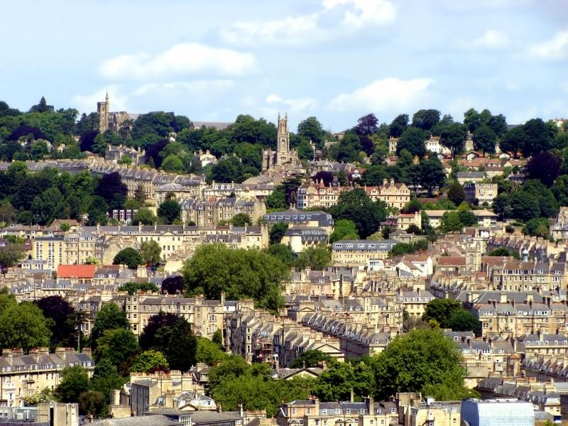 The city of Bath in England can be discovered reading a Bath travel Guide to the city