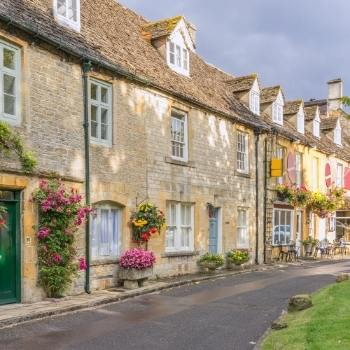 Cotswolds Travel Guide includes information about pretty Cotswolds villages as shown in the image