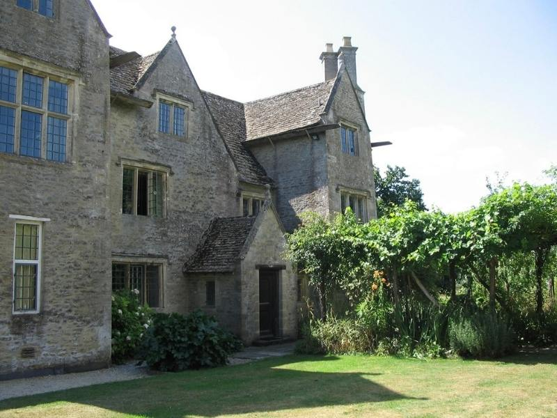 Kelmscott Manor By Boerkevitz at the English language Wikipedia, CC BY-SA 3.0, https://commons.wikimedia.org/w/index.php?curid=16575806