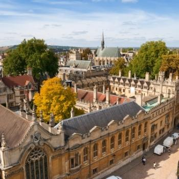 Oxford travel guide showing a view of the city.