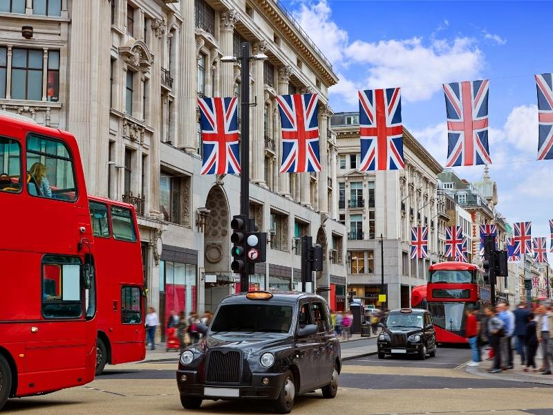 Oxford Street in London is within walking distance of hotels in Mayfair