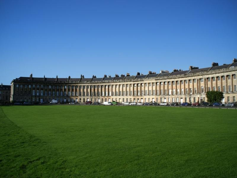 Viewing the Royal Crescent in Bath is one of the best things to do in Bath England