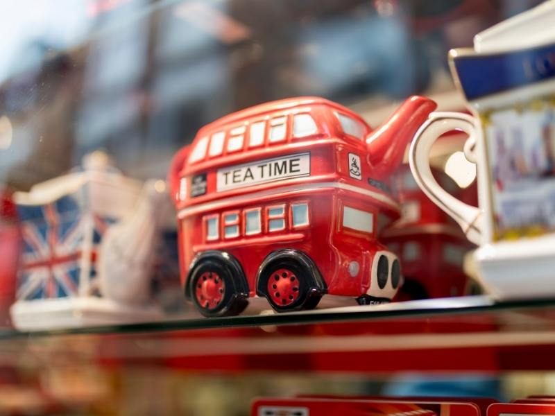 British souvenirs need to be included in the cost of a trip to the UK