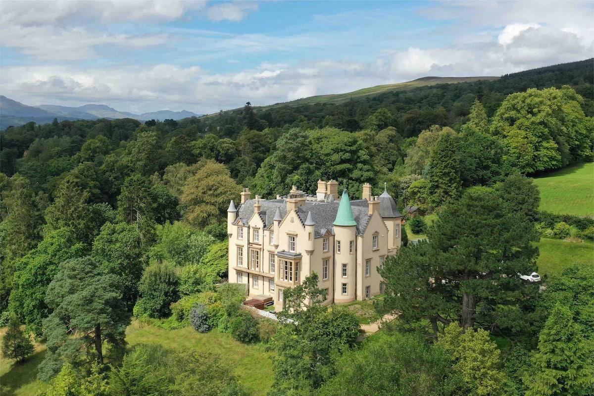 Invergare Castle - Image courtesy of airbnb