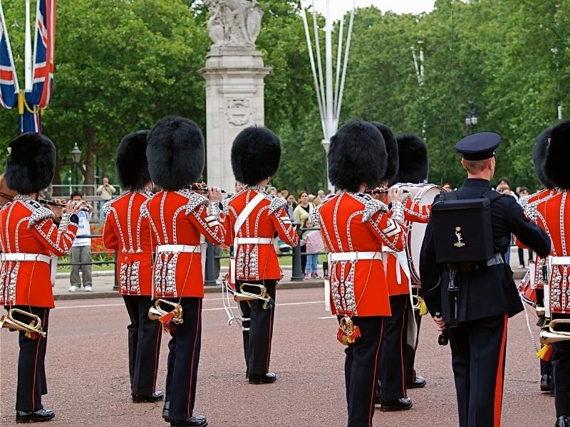 Changing of the Guard at Buckingham Palace is close to some Westminster Hotels