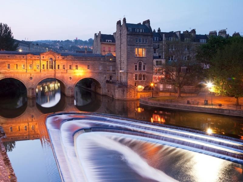 Poultney Bridge in Bath England at night