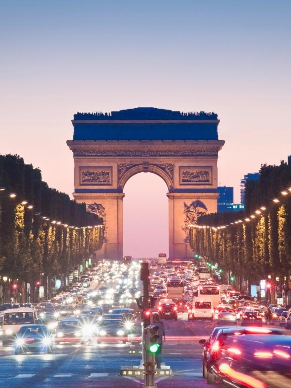 View of the Arc de Triomphe in Paris can be seen on a day trips from London.